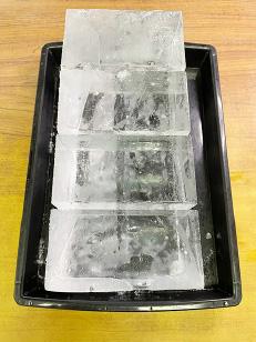 ブロックアイス 4つ切り 3.75kg(1貫目)